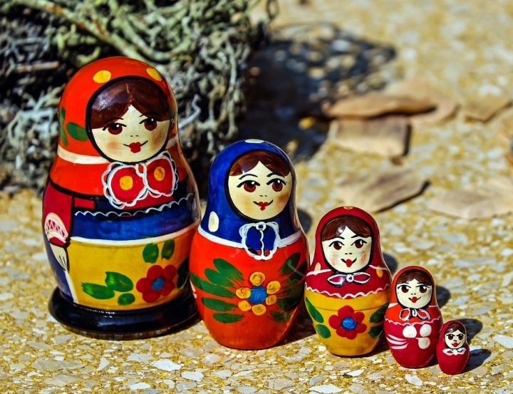 stackign-dolls